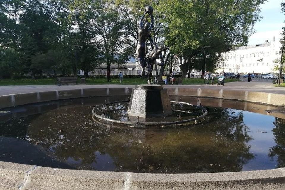 В Ярославле отремонтируют заасфальтированный фонтан на площади Труда