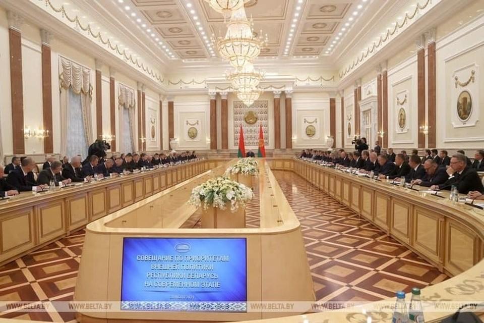 Лукашенко охарактеризовал происходящее в мире словом война. Фото: БЕЛТА