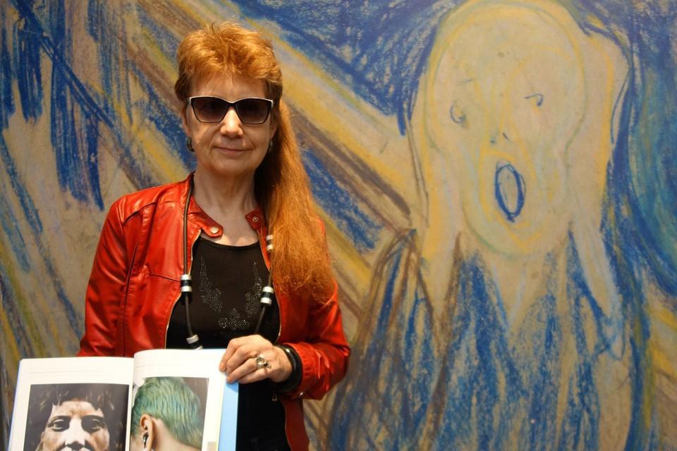 Елена Бизунова — известная в творческих кругах персона, она многие годы занималась современным искусством, участвовала в различных выставках со своими работами и входила в Ассоциацию искусствоведов.