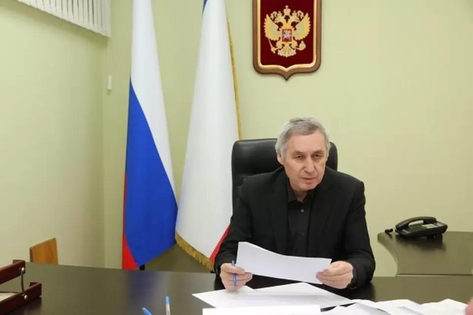 Вице-спикер Госсовета Крыма Эдип Гафаров считает, что Порошенко сильно опоздал с поздравлениями