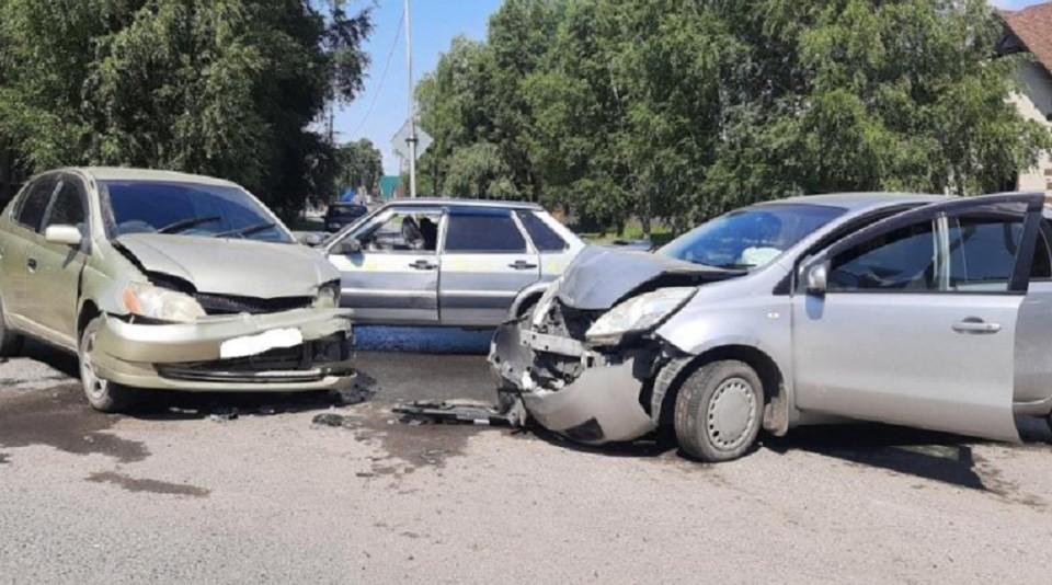 Такая картина дорожно-транспортного происшествия предстала перед полицейскими, которые прибыли на место. Фото предоставлено пресс-службой УМВД России по Томской области.