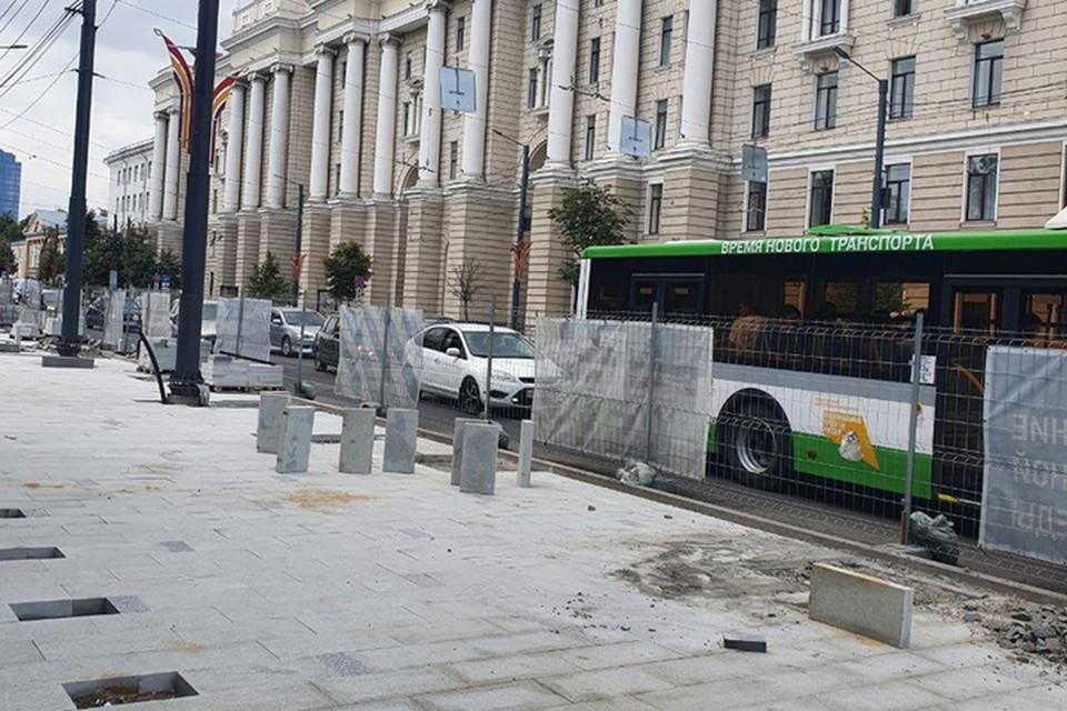 На днях на участке у Петровского сквера выложили тестовую площадку с гранитным покрытием