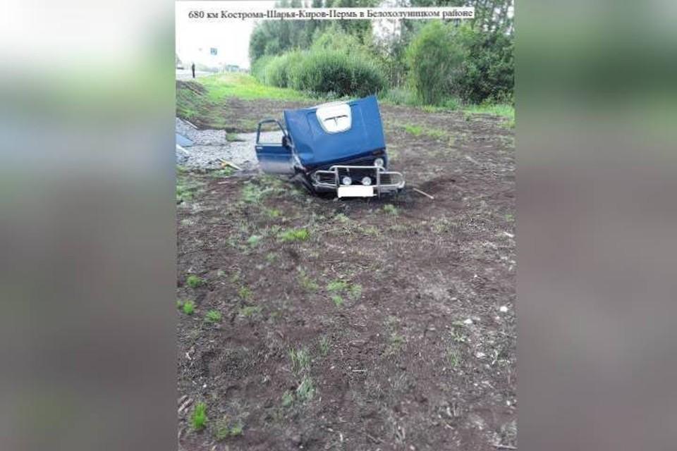 По искореженности автомобиля можно судить о степени тяжести травм, которые получил водитель. Фото: vk.com/gibdd43
