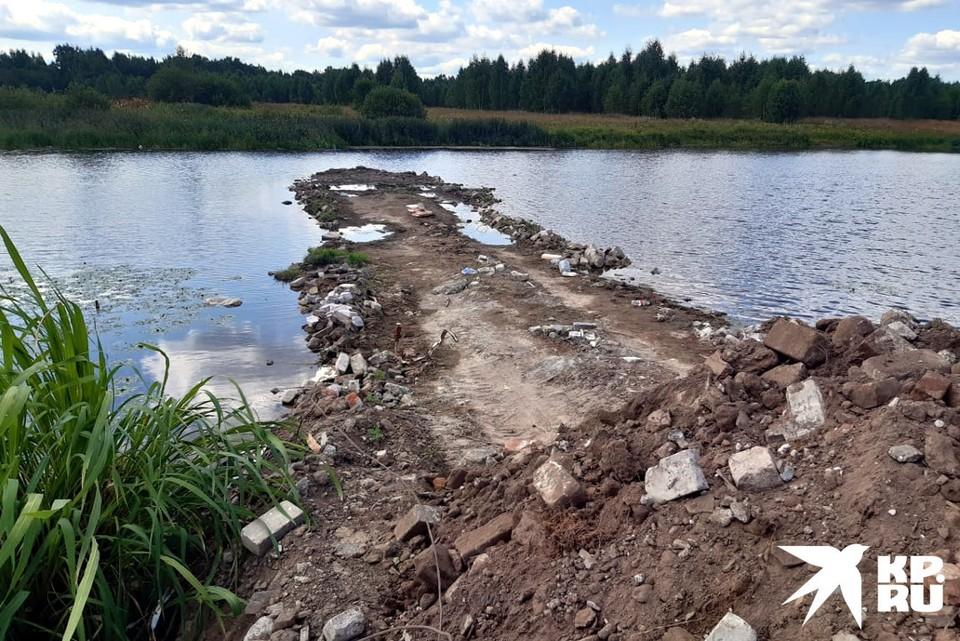 Плотина растёт, местные стучат во все инстанции. Фото: Предоставлено жителями деревни Устье