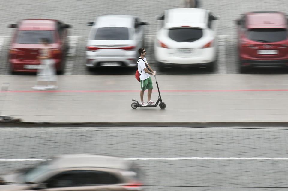 Электросамокаты приравнены к пешеходам и не должны появляться на проезжей части