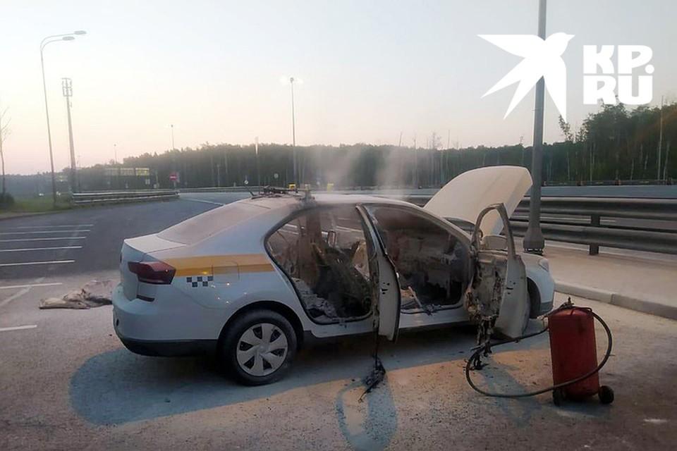 Покидая машину, пассажиры подожгли ее