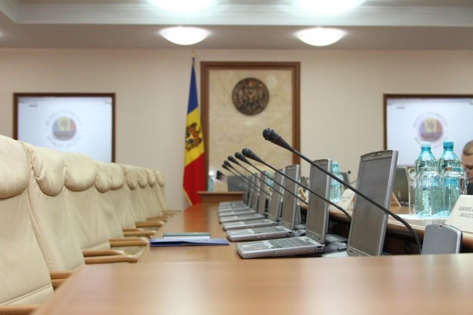 Министерские стулья пока пусты.
