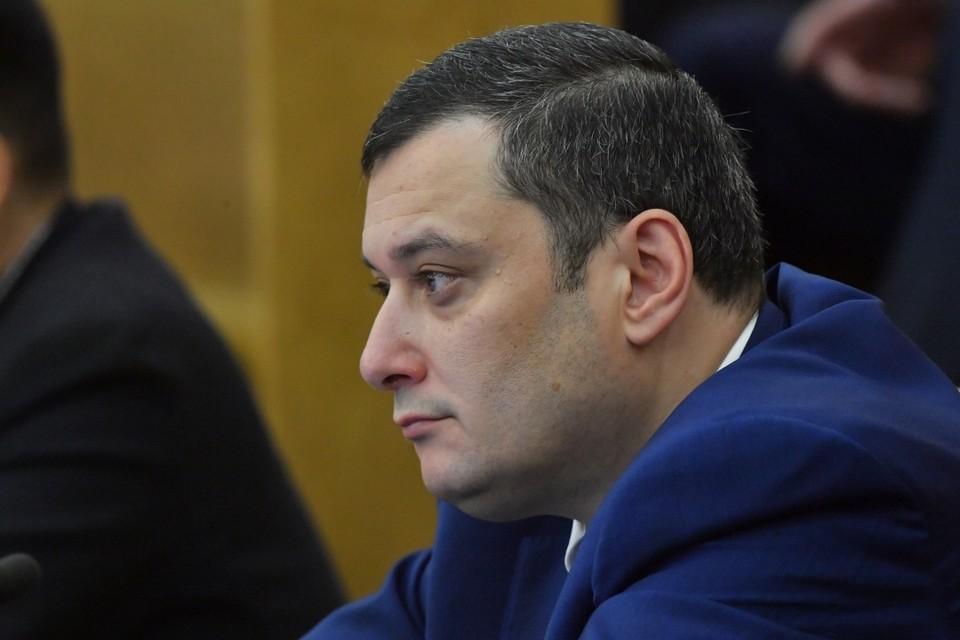 Положительное решение о назначении на службу предполагает снятие полномочий Депутата Госдумы