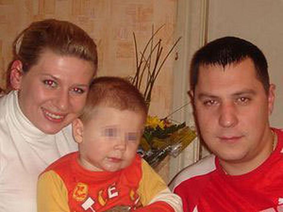 У погибшего лейтенанта Дениса Климовича остались жена и маленький сын.