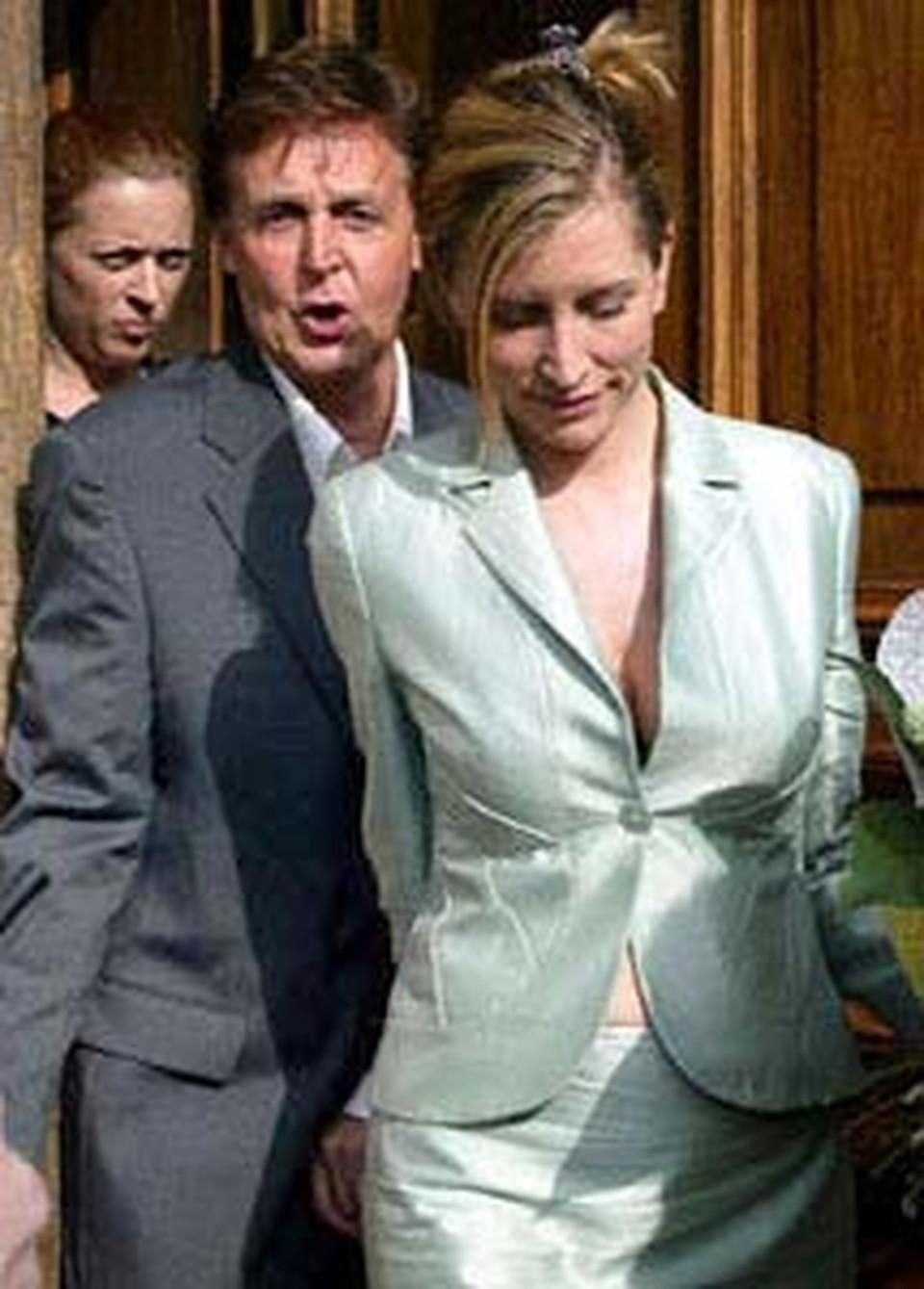 Маккартни с женой Хизер во время прошлого посещения Питера.