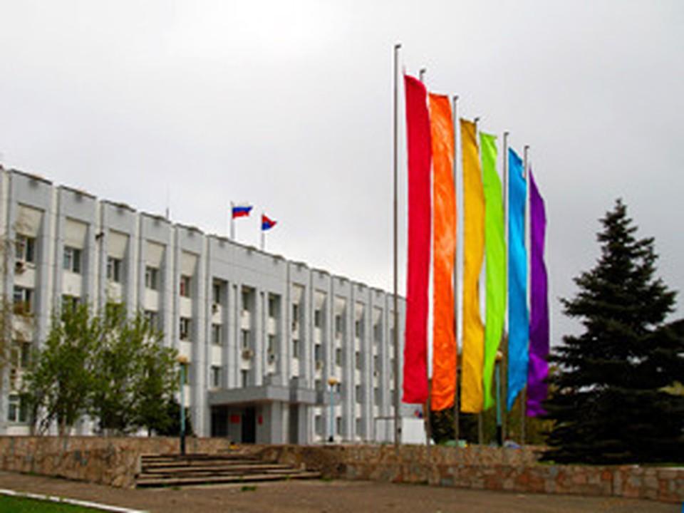 Администрацию Советского района украсили гей-символикой
