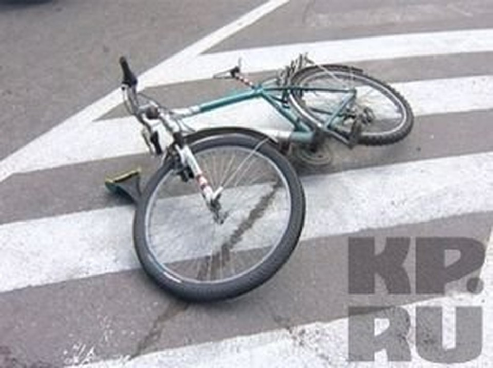 Пьяный водитель иномарки сбил велосипедиста в Вологде.