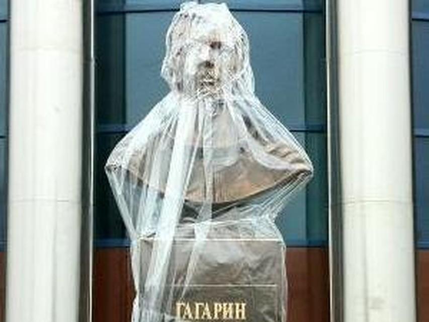 Памятник юрию гагарину в уфе изготовление памятников красноярск личный кабинет