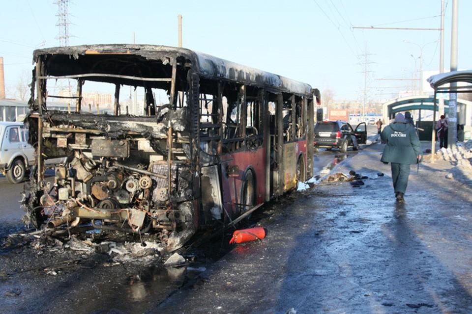 В Казани сгорел пассажирский автобус