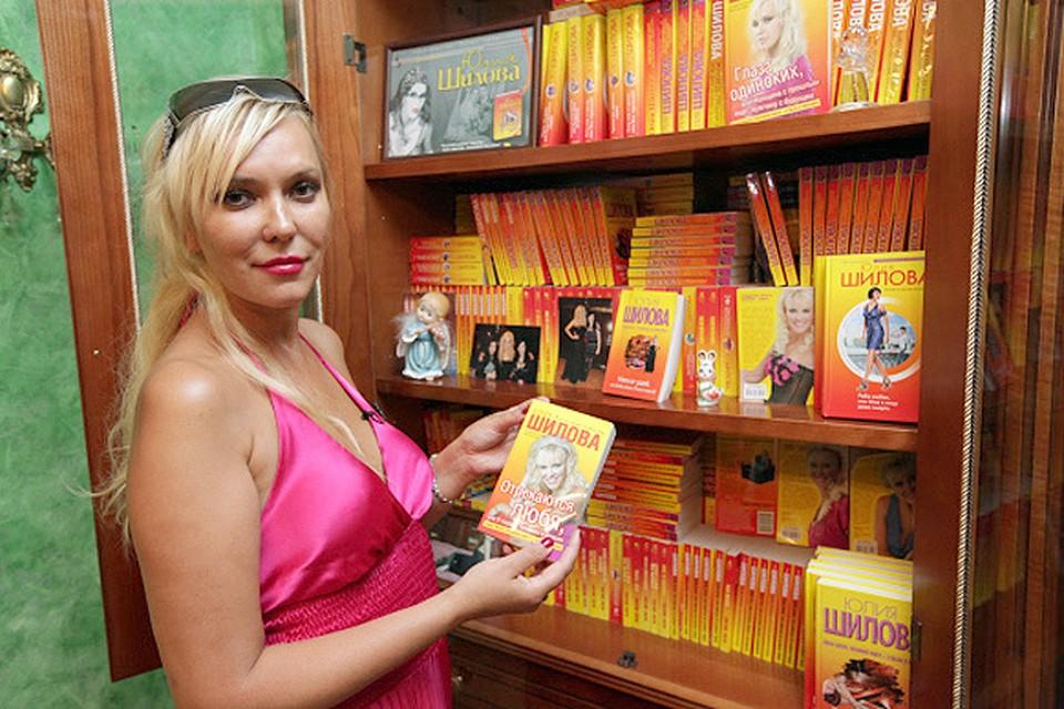 """Писательница Юлия Шилова прославилась своей """"скорострельностью"""" - на ее счету под сотню книг!"""