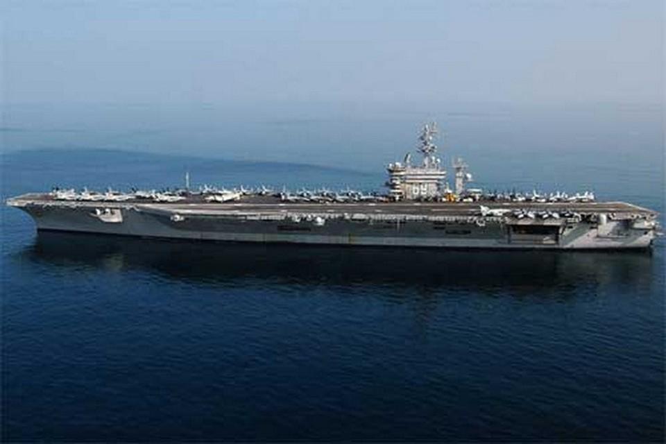 На борту авианосца находятся 70 истребителей-бомбардировщиков, а общее число военнослужащих на борту достигает 8 тысяч.