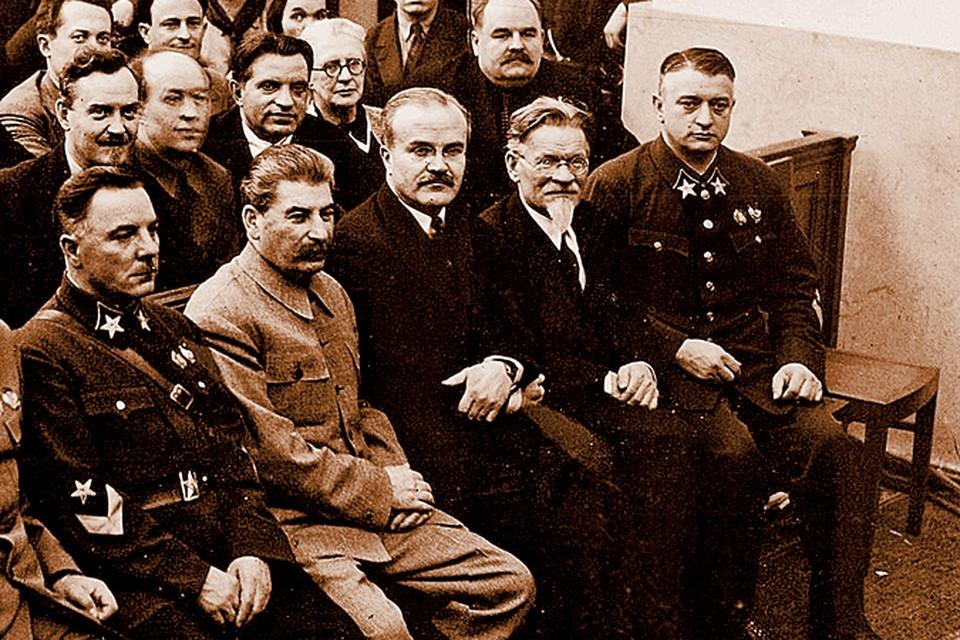 К 1937 году напряженные отношения между Сталиным и Тухачевским достигли пика.
