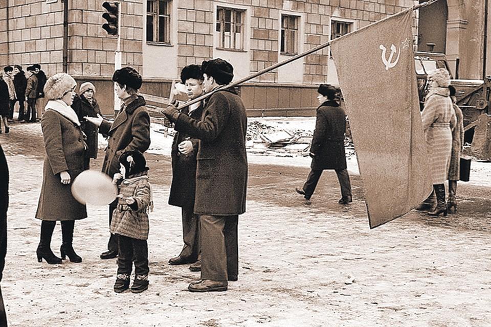 Последние дни Советского Союза. Пока народ ходил на демонстрации с красным флагом, вожди готовили распад великой страны.