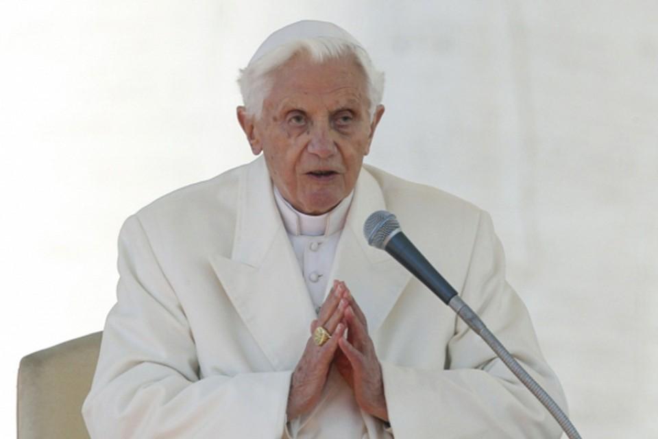 Отрекающийся Папа Римский Бенедикт XVI пообещал полное подчинение преемнику