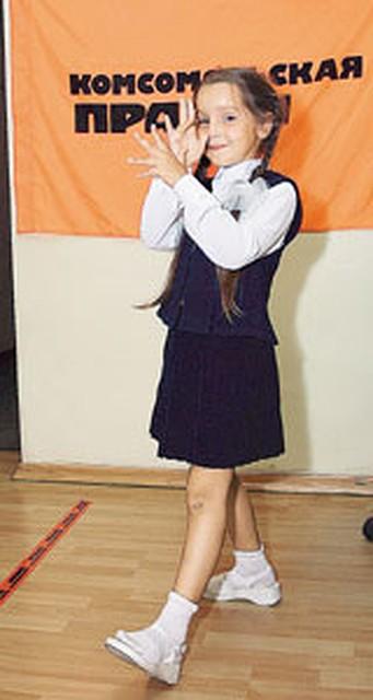 b3eadd6f270 Семилетняя Настя гордится своей модной одежкой!