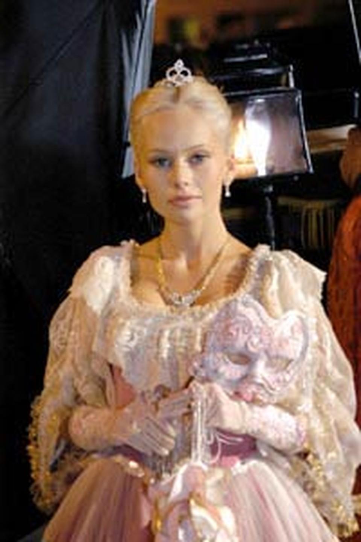 Китайцы никак не могут налюбоваться на крепостную актрису в исполнении Кориковой... Photoxpress.