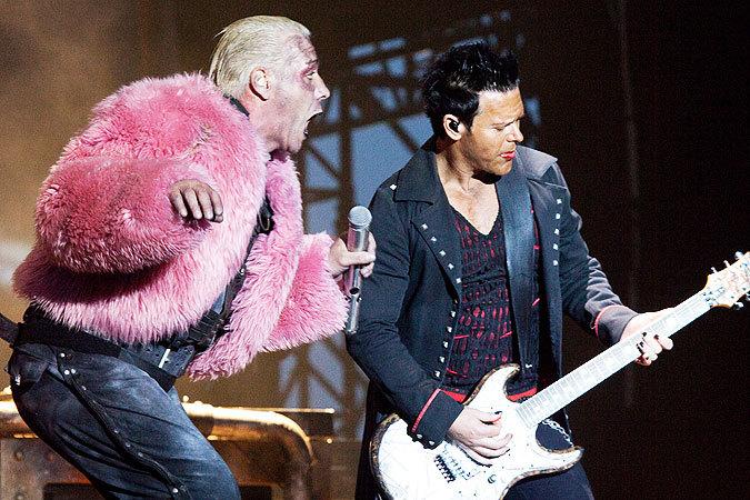 Гомосексуальный акт на концерте рамштайн в москве