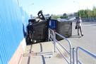 В Челябинске тонированный «Гелендваген» с госномером «ААА» вылетел на тротуар