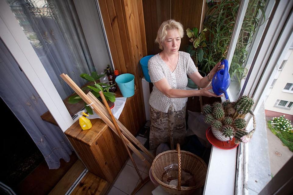 """Столичные коммунальники: """"минчане хранят на балконах много х."""