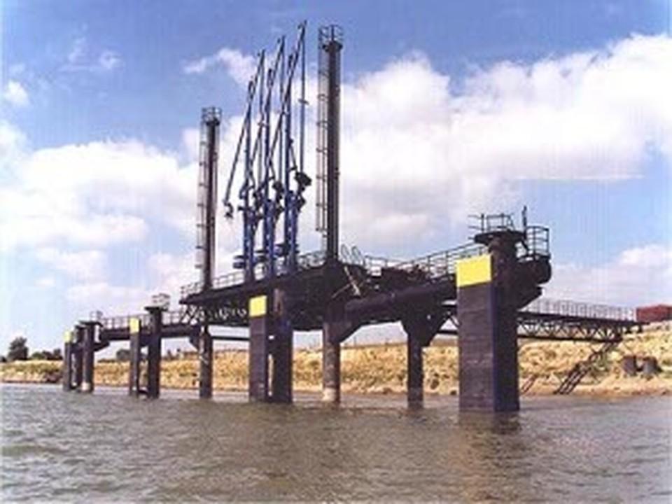 Работы по строительству портового комплекса начались в 2005 году