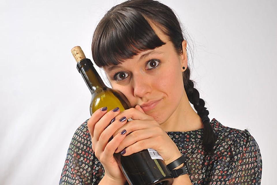 Очень своевременное открытие сделали испанские ученые: люди, регулярно выпивающие небольшое количество вина, реже подвержены депрессии
