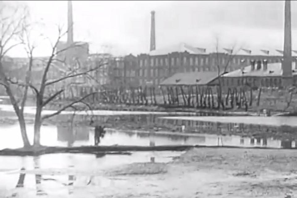 """Морозовские казармы 1926 год. Кадр из фильма """"Мать"""" Всеволода Пудовкина"""