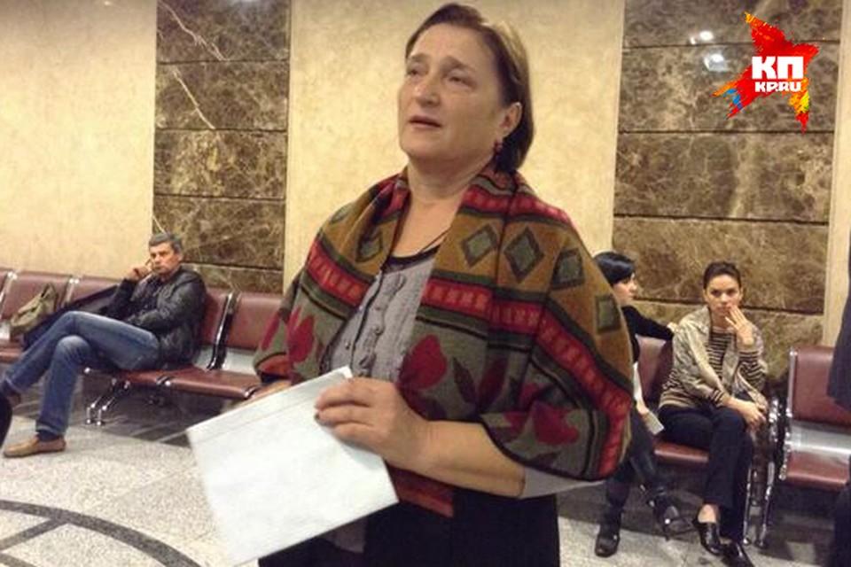 Светлана Сребная 4 ноября 2010 года потеряла дочь и внука. На заседание в суд она принесла письмо от кущевцев. В нем станичники просят не выпускать на свободу банду