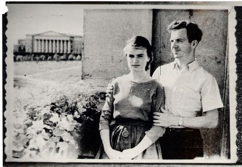Минский балкон Освальда. Марина давно не общается с прессой, чтобы избавиться от прошлого, она продала с аукциона купленное в Минске обручальное кольцо Освальда,  за 118 тысяч долларов.