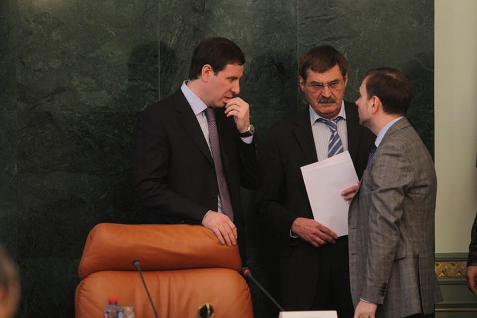 Все министры и вице-губернаторы автоматически ушли в отставку