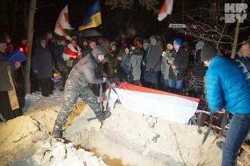 Убитого в Киеве Михаила Жизневского хоронили под Гомелем при свете фар