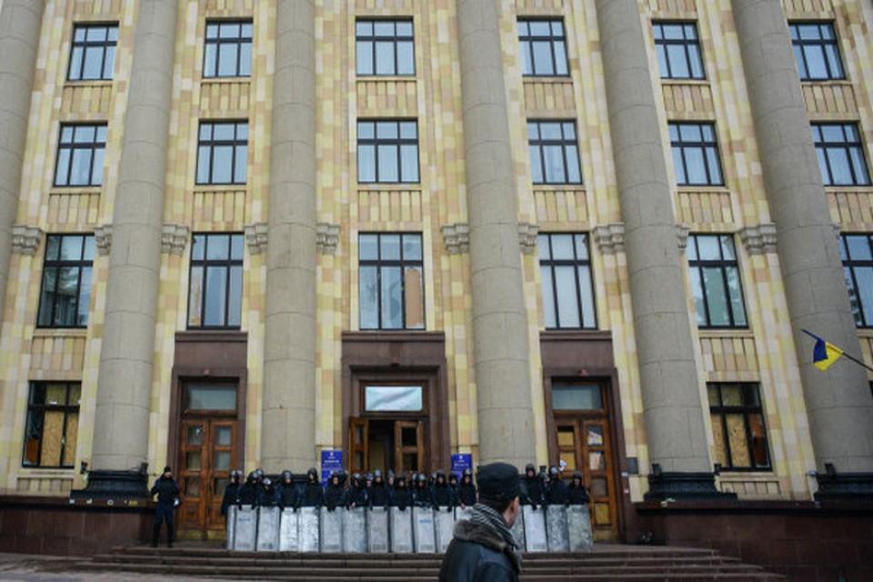 В Харькове вокруг здания областной администрации сняли оцепление