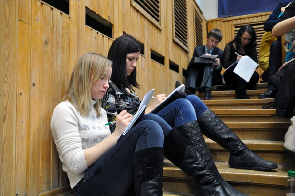 В преддверии очередной акции грамотности «Комсомолка» напоминает о самых веселых ошибках, допущенных «взрослыми студентами» год назад на родине диктанта в Новосибирске.