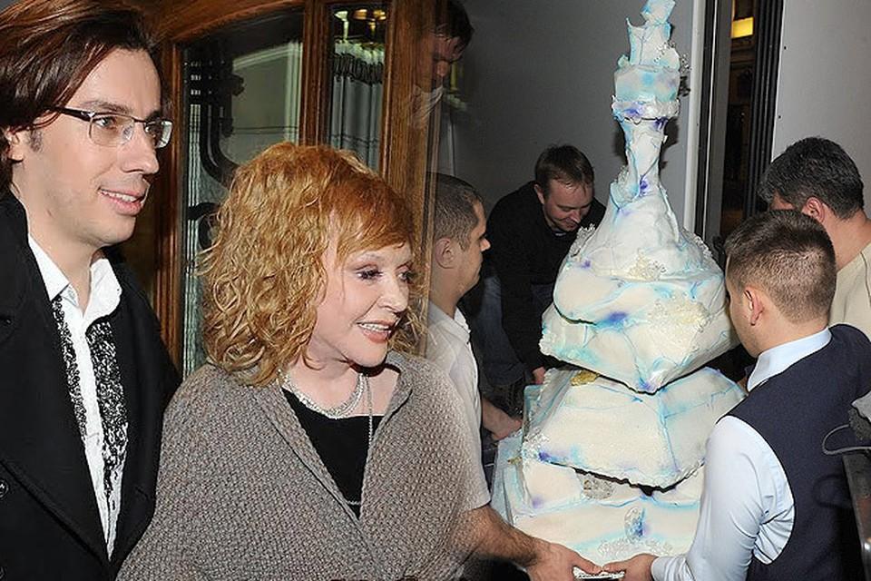 Торт для Пугачевой был выполнен в виде айсберга