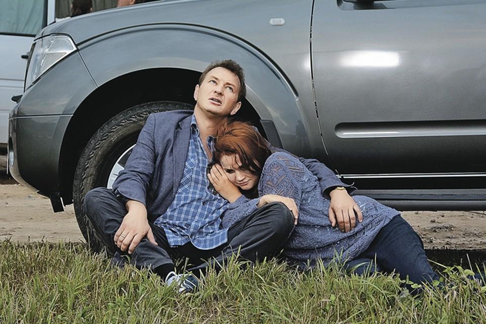 Антон (Марат Башаров) всегда рядом, когда жене Зое (Екатерина Вуличенко) требуется помощь.