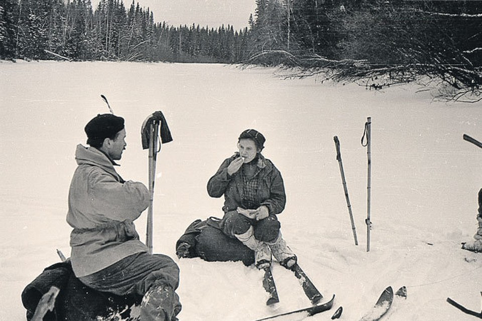 Семен Золотарев и Зина Колмогорова могли бы остаться живыми, если бы в последний момент не перешли из группы Согрина в группу Дятлова. Это фото сделано во время рокового похода.