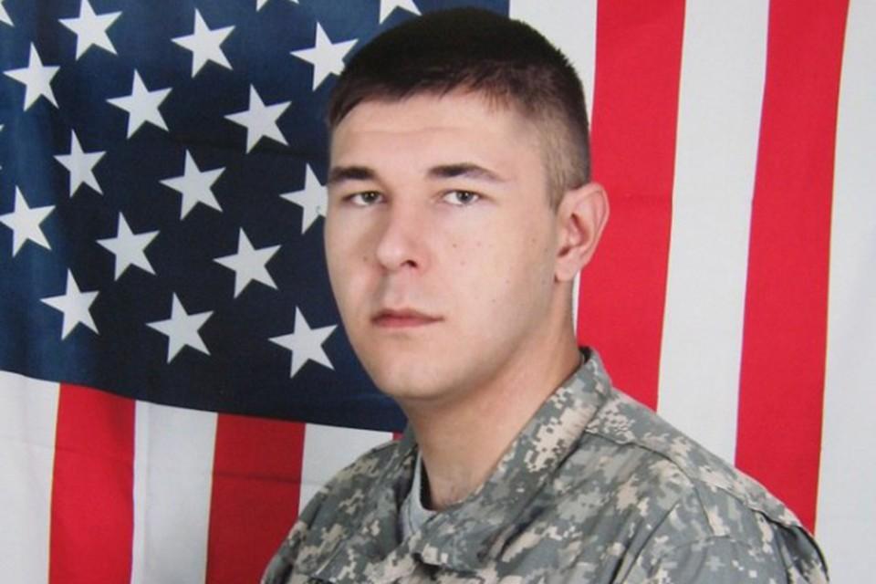На своей страничке в соцсетях Осташ позирует в форме американского солдата.