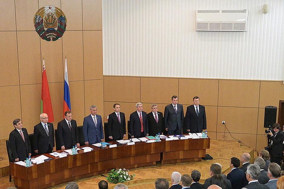 Депутаты на заседании 46-й сессии Парламентского собрания Союза Белоруссии и России в Бресте.