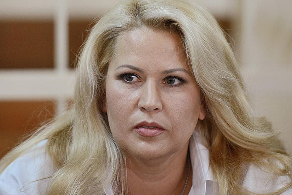 Евгения Васильева приехала в суд на невзрачных «Жигулях»