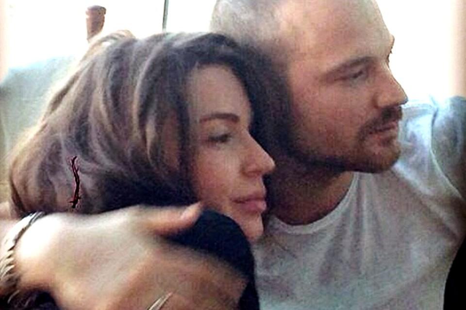 В начале июня актриса родила супругу Алексею Чадову сына.