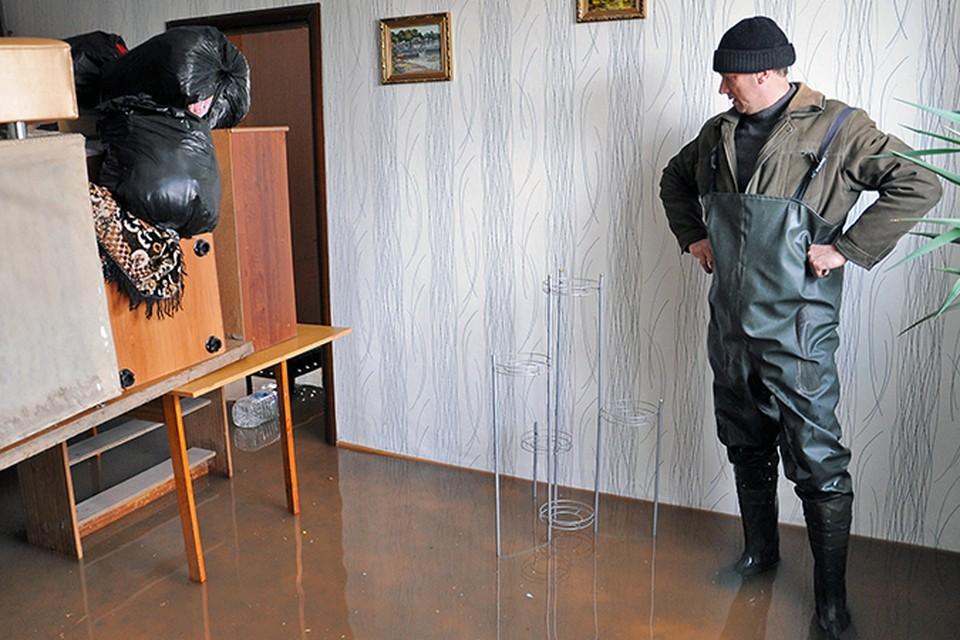 Челябинские квартиры превратились в бассейны.