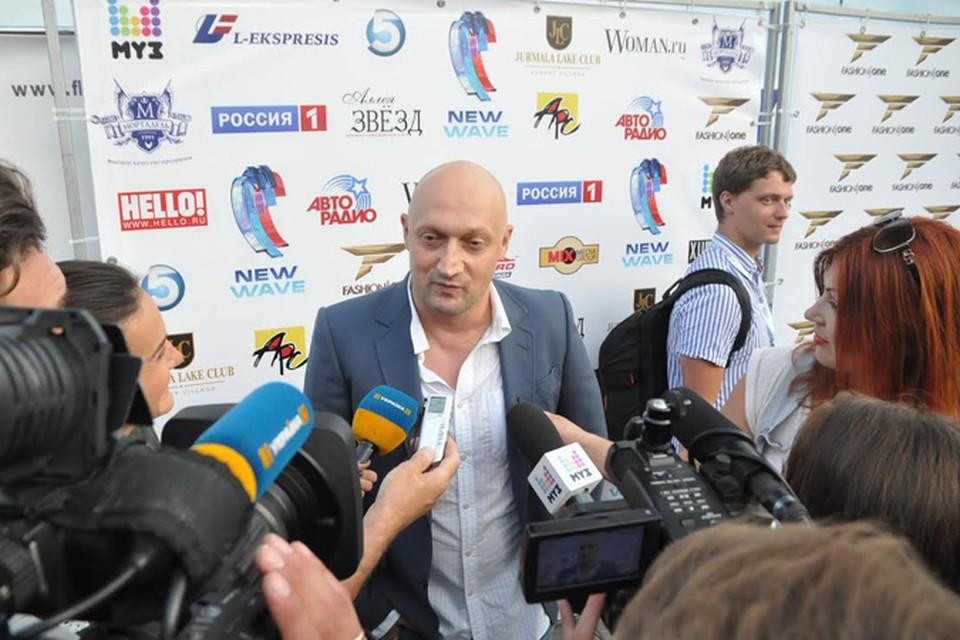 Гоша Куценко, приехавший в Юрмалу для премьеры своей новой композиции, практически со слезами на глазах рассказывал о том, как тяжело переносит   непростую ситуацию, сложившуюся между Россией и Украиной