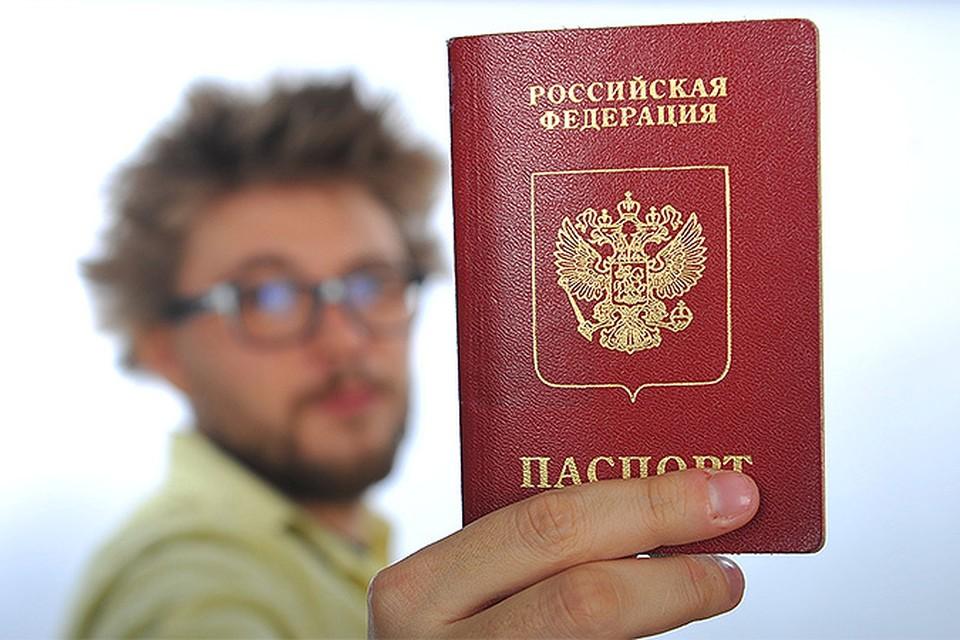 Новый закон «о втором паспорте» всполошил сотни тысяч россиян в других государствах