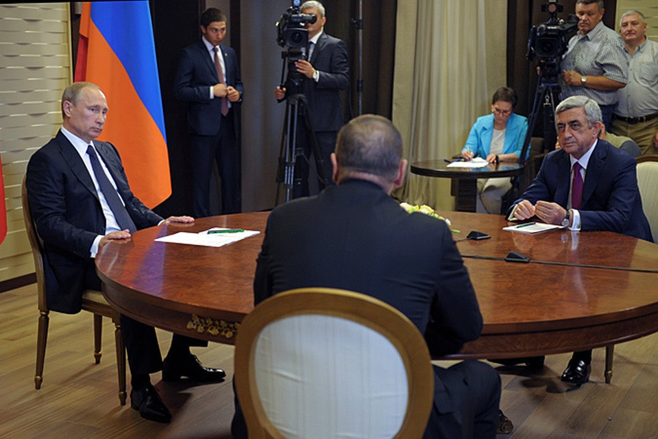 Владимиру Путину пришлось мирить президентов Армении и Азербайджана на срочной встрече в Сочи с армянским и азербайджанским коллегами