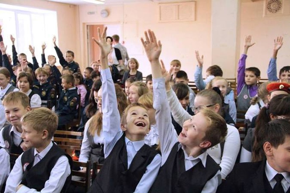 Старший в 6 классе на со третий год , младший — во втором на со второй год.