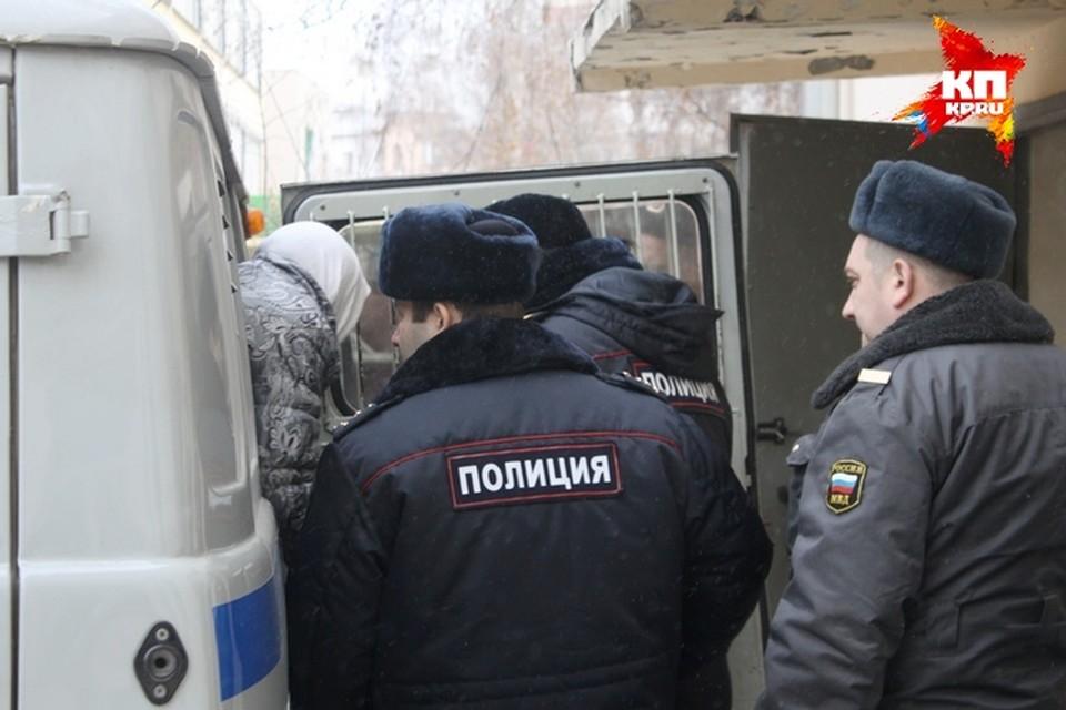 Мама убитой девочки доставлена в Советский районный суд Рязани 19 ноября для избрания меры пресечения.  Фото: Роман ДОРОФЕЕВ